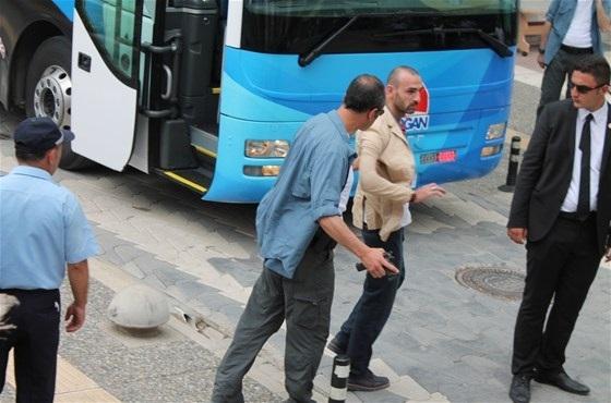 Erdoğan'ın mitinginde silahlı şahıs paniği