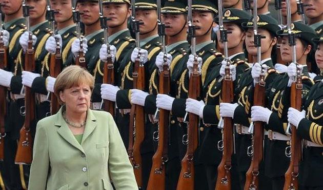 Merkel Çin'de önemli anlaşmalar imzaladı