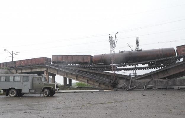 Ukrayna'da Rus yanlıları demiryolu köprüsünü patlattı