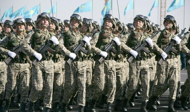Kazakistan'da 'efendim'e karşı 'yoldaş'