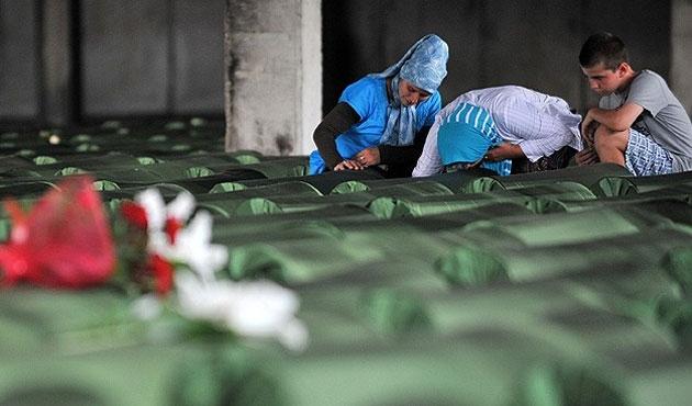 Srebrenitsa'nın 175 kurbanının cenazesi yola çıktı/ FOTO