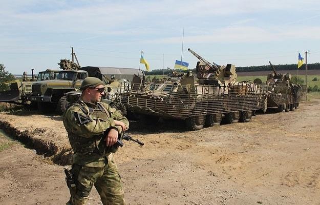 Ukrayna ordusu Lugansk havaalanından çekiliyor