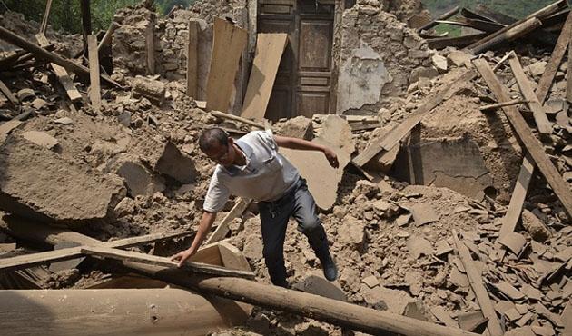 Çin'deki depremde ölü sayısı 390'ı geçti