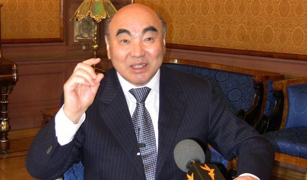 Eski Kırgız lider ağabeyinin cenazesine katılamıyor