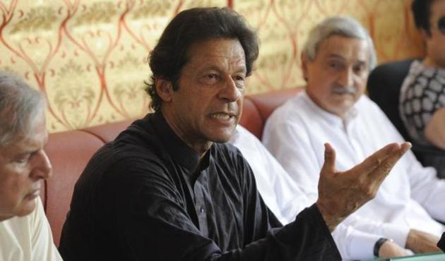 Pakistan muhalefeti meclisten çekiliyor