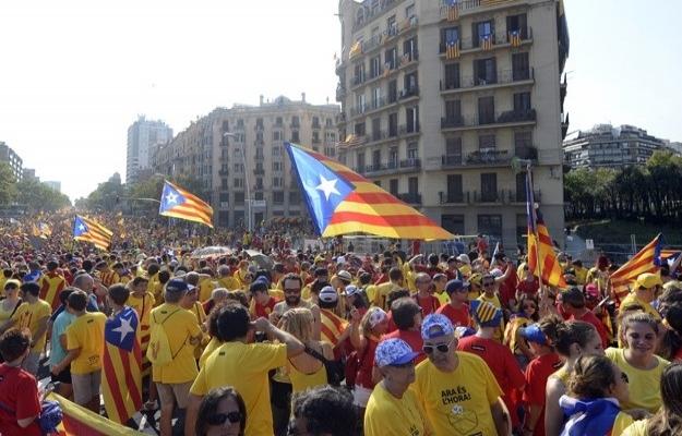 İspanya Kralı'nın fotoğrafını yakan Katalanlar serbest