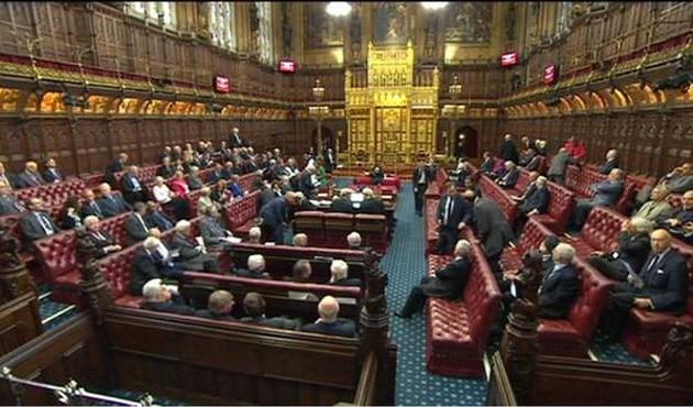 İngiltere zorunlu oy kullanmayı tartışıyor
