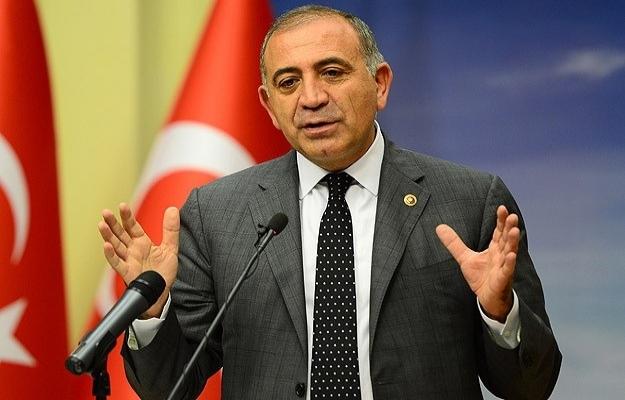 CHP yönetimi Özkes'in istifasını işleme koymuyor