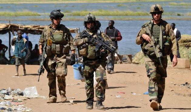 Fransa, Afrika'da yeni askeri üs kuruyor