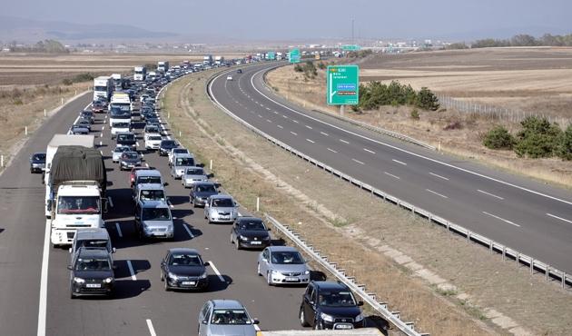 TEM'de bayram trafiği yoğunluğu