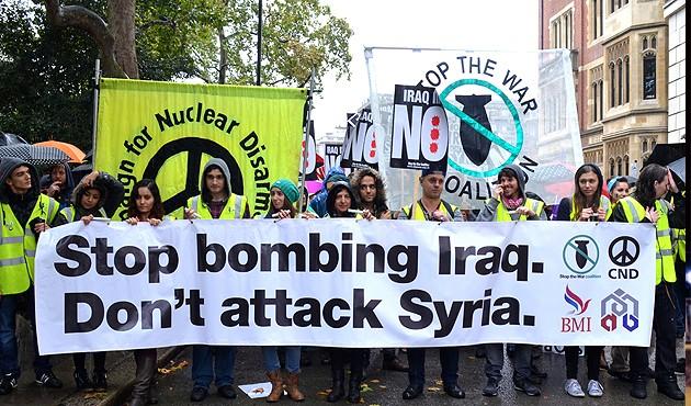 IŞİD'e yönelik hava saldırıları protesto edildi