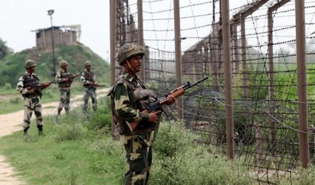 Hint askerinden Pakistan'a saldırı; yedi ölü...