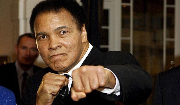 Parkinsonu ilerleyen Muhammed Ali konuşamıyor