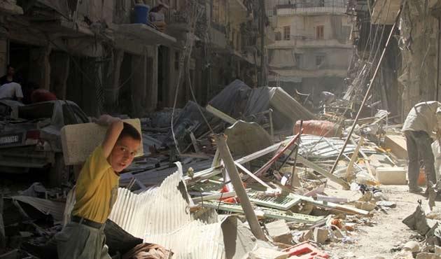 Suriye'de rejimin vurduğu bölge harabeye döndü