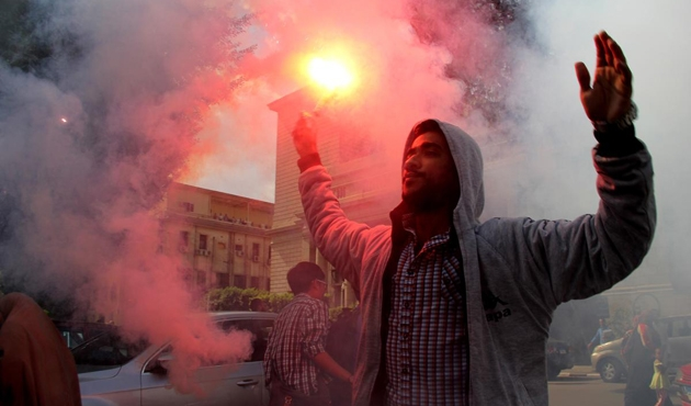 Mısır'da öğrenciler darbeye karşı yürüdü