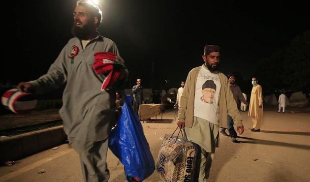 Pakistan'da Tahir-ül Kadri pes etti, eve dönüyor