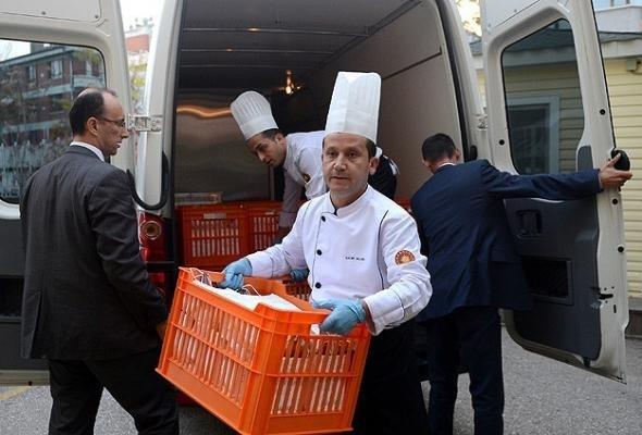 Resepsiyonun yiyecekleri yuva ve yurtlara gönderildi