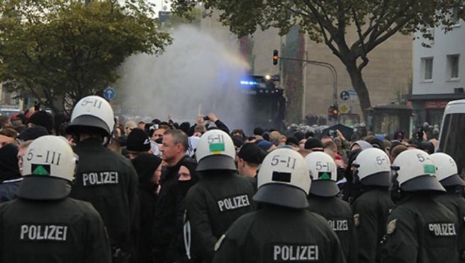Alman ırkçılar İslam karşıtı gösteriyi iptal etti