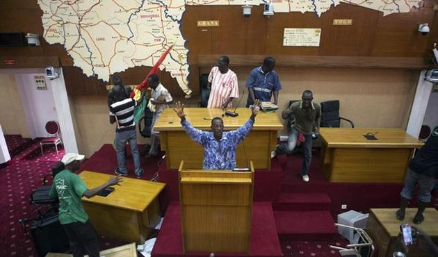 Burkina Faso'da yönetimi geçiş hükümeti devralacak