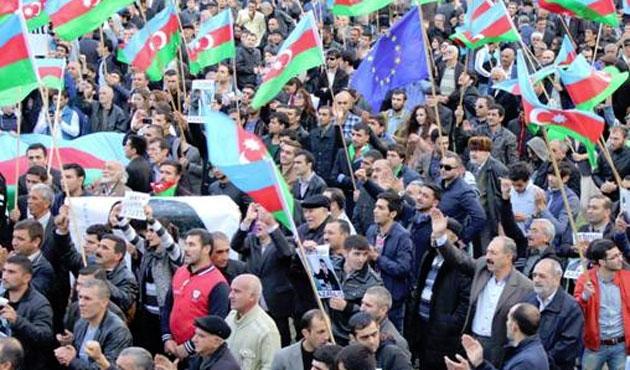 Azeri muhaliflerden yeni kitlesel gösteri