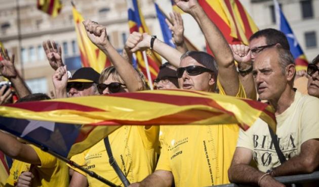 Katalonya'da gayriresmi referandum gerginliği