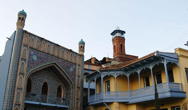 Gürcistan 21 camiyi Müslümanlara iade ediyor