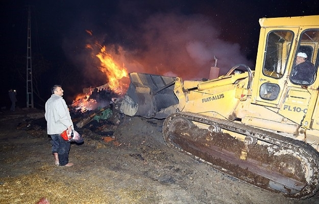 Çorum Bayat'taki yangında 29 ev yandı