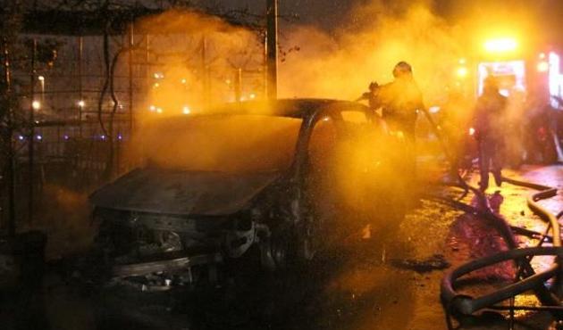 İstanbul'da 3 araç kundaklandı