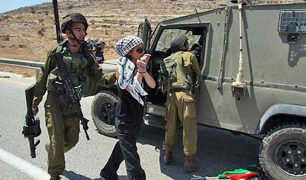 İsrail, Filistinli kadını gözaltına aldı