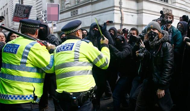 Londra'da öğrencilerle polis çatıştı-VIDEO