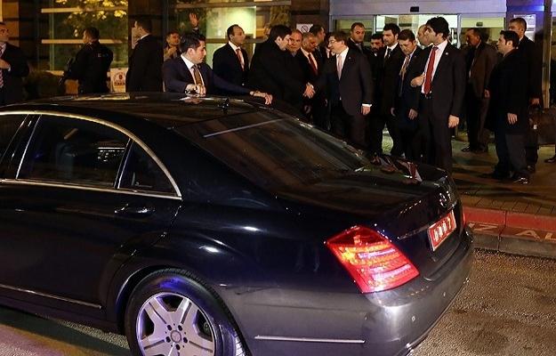 Başbakan Davutoğlu'dan hasta ziyareti
