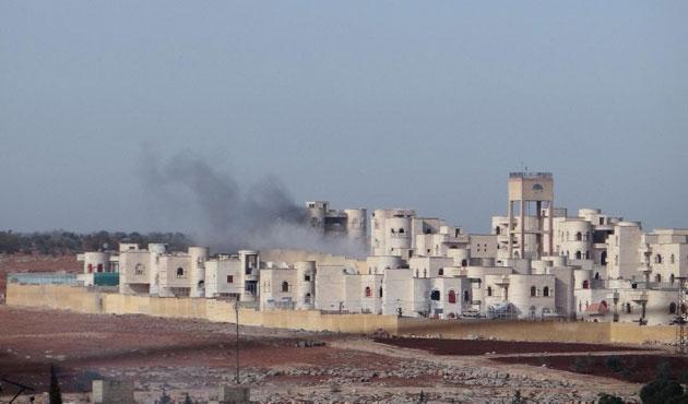 Muhalifler, rejim destekçilerinin bulunduğu köye saldırdı