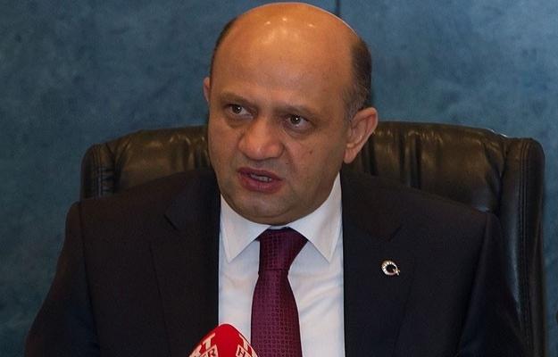 Milli Savunma Bakanı: 9'u general 311 firari asker var!