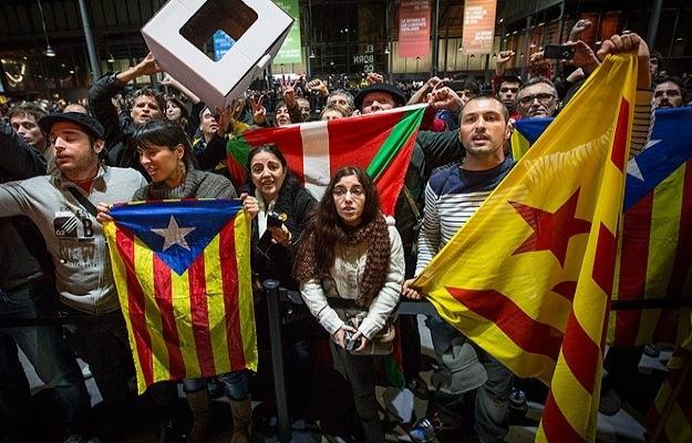 Katalanlar gelecek yıl bağımsızlık referandumuna gidecek