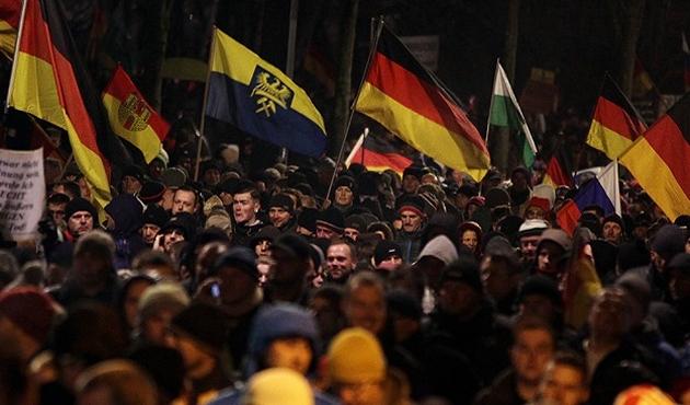 Almanya'da İslam Düşmanı PEGIDA seçimlere giriyor