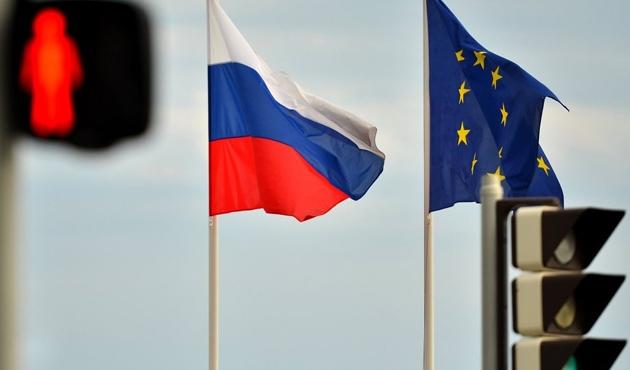 Fransa Rusya yaptırımlarının hafifletilmesini istiyor
