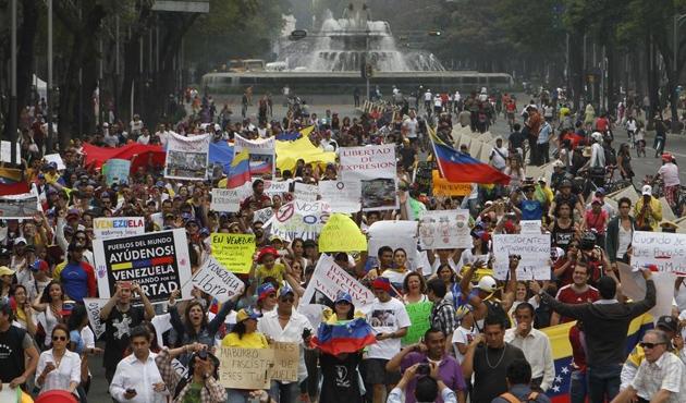Venezuela'da halk sokağa döküldü