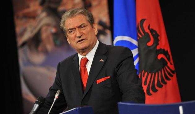 Arnavutluk'un eski başbakanı ifade verdi