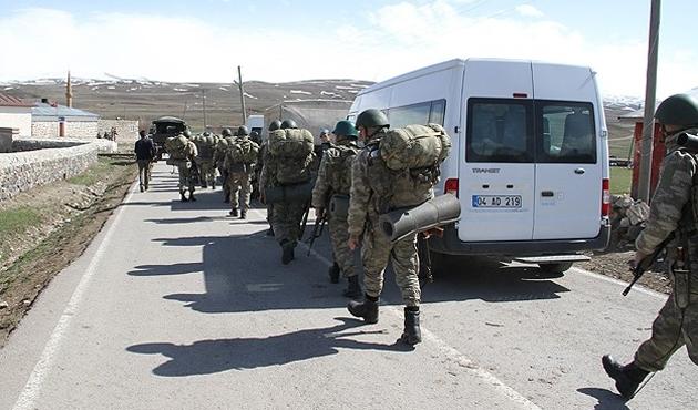 Ağrı'da askeri kışlaya roketli saldırı