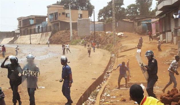 Gine'de muhalefet sokağa döküldü