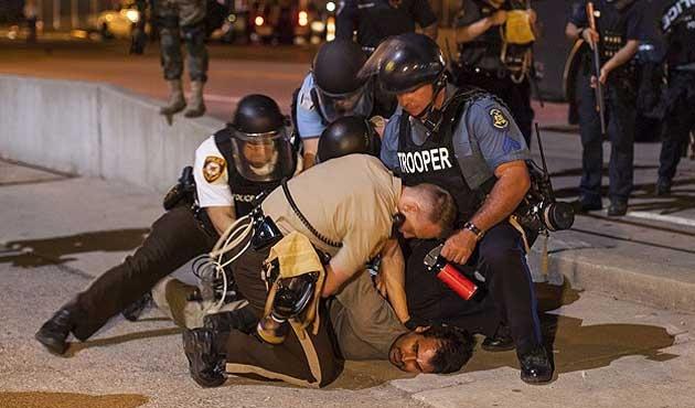 ABD'de siyahiyi öldüren polis yargılanmayacak