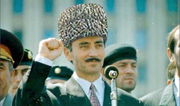 Şeyh Şamil'in izinde bir Çeçen komutan; Dudayev