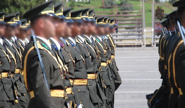 TSK'da 'FETÖ' operasyonu; 195 askere ihraç