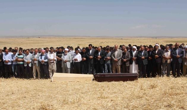HDP'lilerin öldürdüğü iki köylü toprağa verildi
