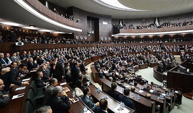 AK Parti anayasa için imza toplamaya başladı