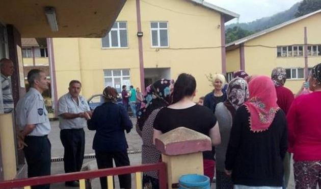 Mahalleli kadınlardan ÇAYKUR'a toz protestosu