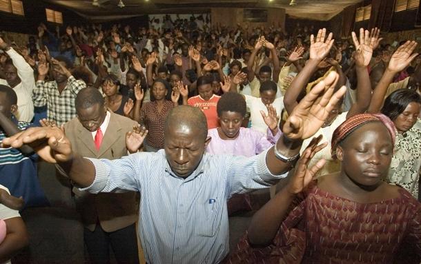 Kenya'da Müslüman öğrenciler zorla kiliseye götürülüyor