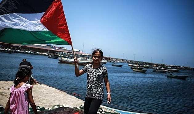 İsrail'in filo aktivistlerini serbest bıraktığı iddia edildi