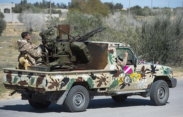 Libya'da muhalifler çatıştı