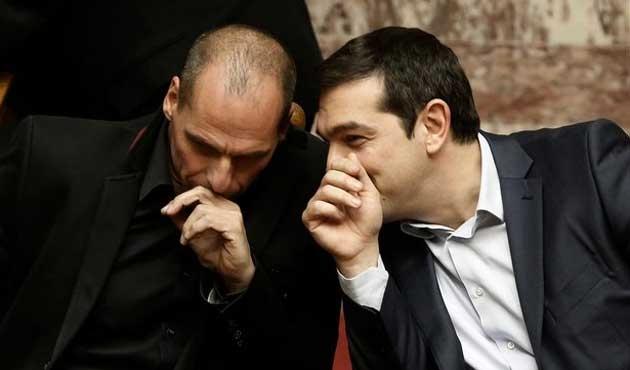Referandum sonrası Atina'da sürpriz istifalar